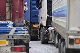 В Молдове официально установлены ограничения для движения большегрузов в летнее время