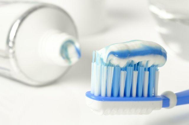 Чистить или нет? Чем опасна зубная паста