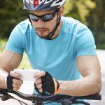 Велосипедистов и пешеходов с тележками будут штрафовать за разговор по телефону