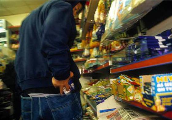 Мальчику – сигареты, девочкам – сережки: трое подростков решились на кражи из магазинов