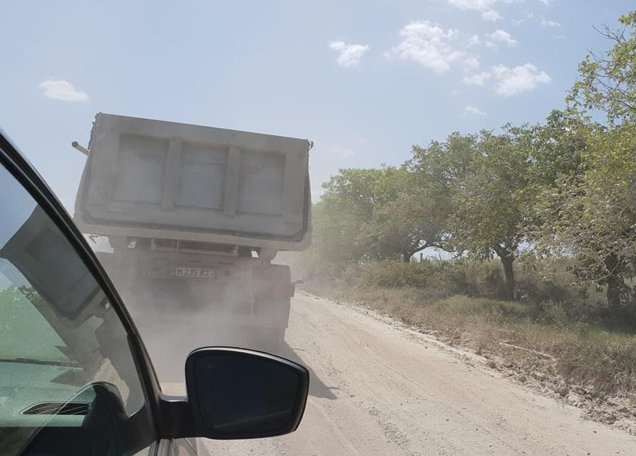 В Новоаненском районе дорогу уничтожилитысячи грузовиков, вывозящих камень из карьеров (ФОТО, ВИДЕО)