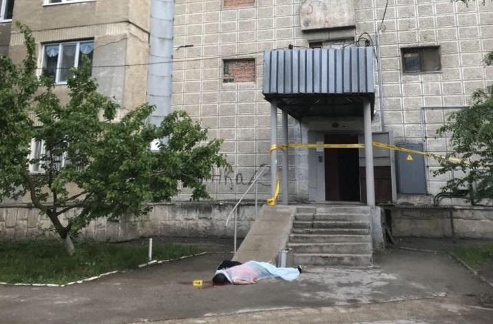 """""""Он внезапно побежал на балкон и прыгнул"""": шокирующие подробности самоубийства в Кишиневе"""
