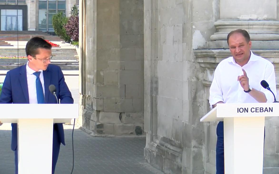 Нэстасе так и не осмелел: третий раунд дебатов кандидатов в генпримары Кишинева проходит без него (LIVE)