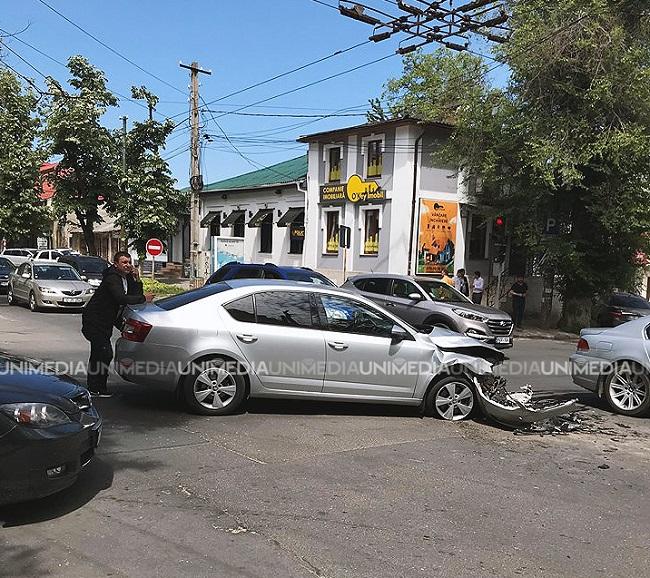 (ФОТО)Серьезное  ДТП в центре Кишинева. Разбиты  две машины