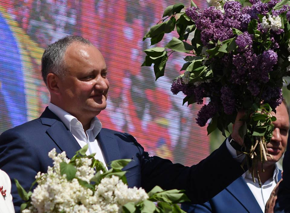 Додон поздравил граждан с наступающим Днем Победы трогательным видеороликом