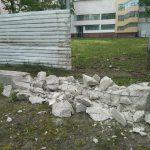 Метаморфозы забора у молдавского парламента: спустя 5 месяцев после внезапного начала его строительства его так же внезапно сняли (ФОТО)