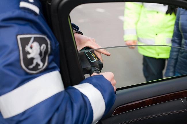 """Операция """"Тень"""" в Молдове: скоро патрульные начнут усиленно штрафовать за тонированные стёкла"""