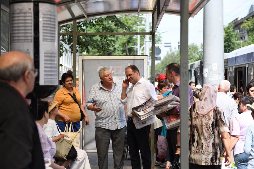 Ни дня отдыха: с утра Чебан пообщался с более чем 1000 кишиневцев (ФОТО)