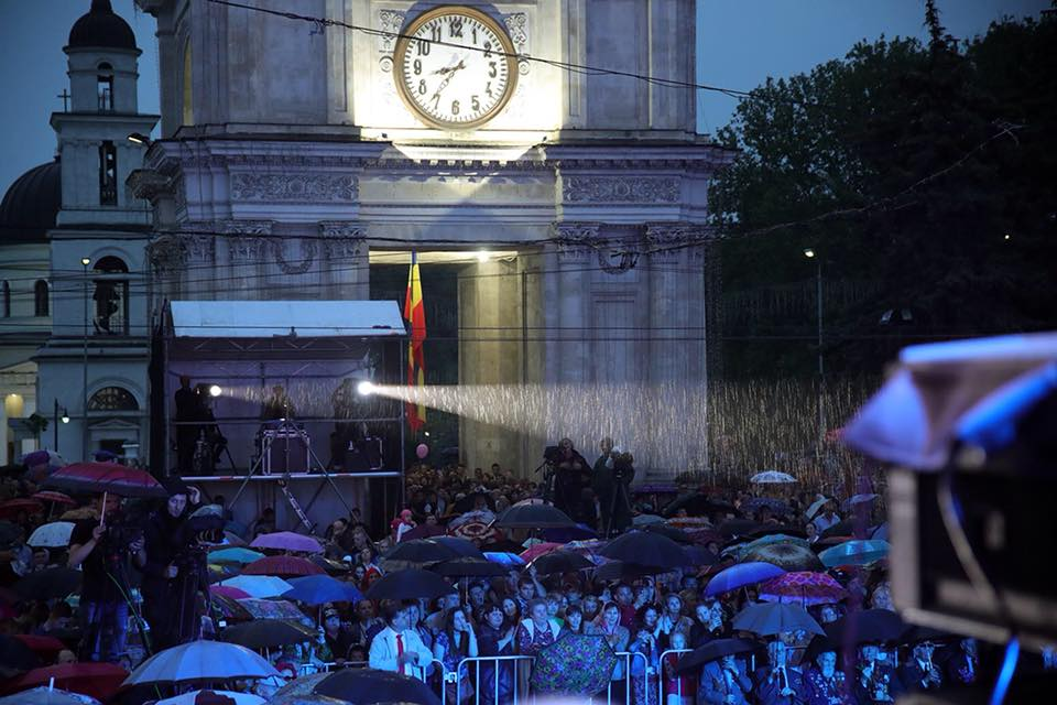 (ФОТО)Гостями  грандиозного концерта ко Дню Победы под эгидой президента стали около 40 тысяч человек