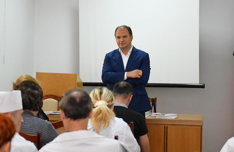 Чебан обсудил насущные проблемы Кишинева с персоналом детской больницы (ФОТО)
