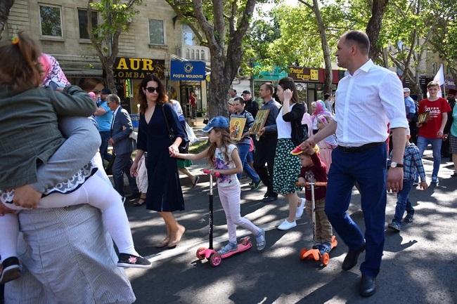 Чебан вместе с женой и детьми принял участие в Марше семьи (ФОТО)