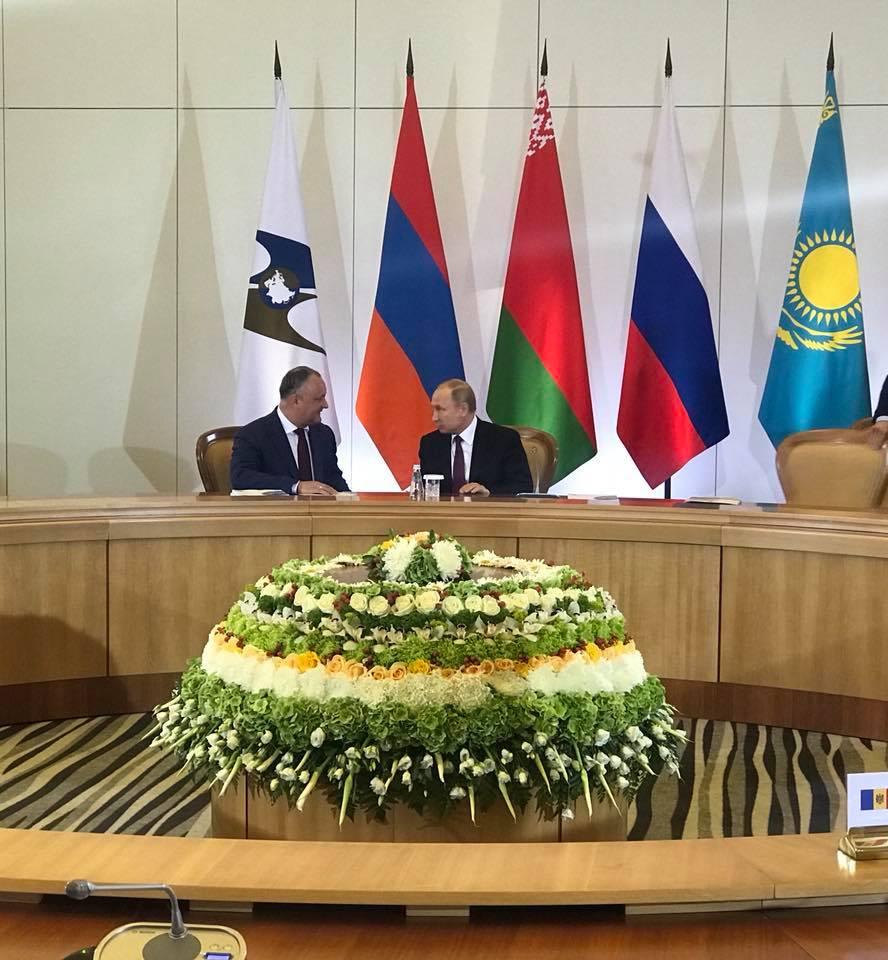 Додон и Путин провели встречу в Сочи