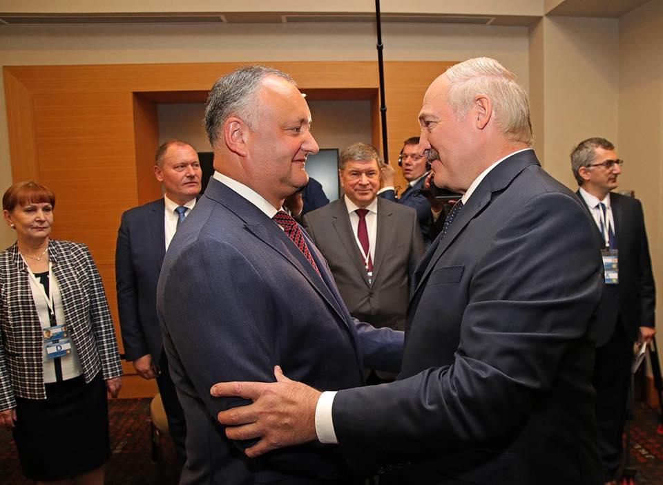 Додон поздравил Лукашенко с Днем независимости Беларуси и подтвердил приглашение посетить с визитом Молдову этой осенью