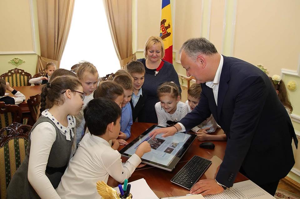 По инициативе Додона около 100 детей в рамках дня открытых дверей посетили президентуру (ФОТО)