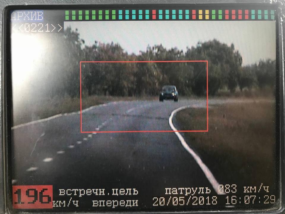 """Двух водителей-""""шумахеров"""" поймали на дорогах страны: один превысил скорость на 106 км"""