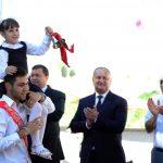 Президент традиционно наградил лучших учеников своей родной школы и школы родного села его мамы (ФОТО)