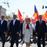 Президент присоединился к участникам первомайского марша и возглавил объединенную колонну