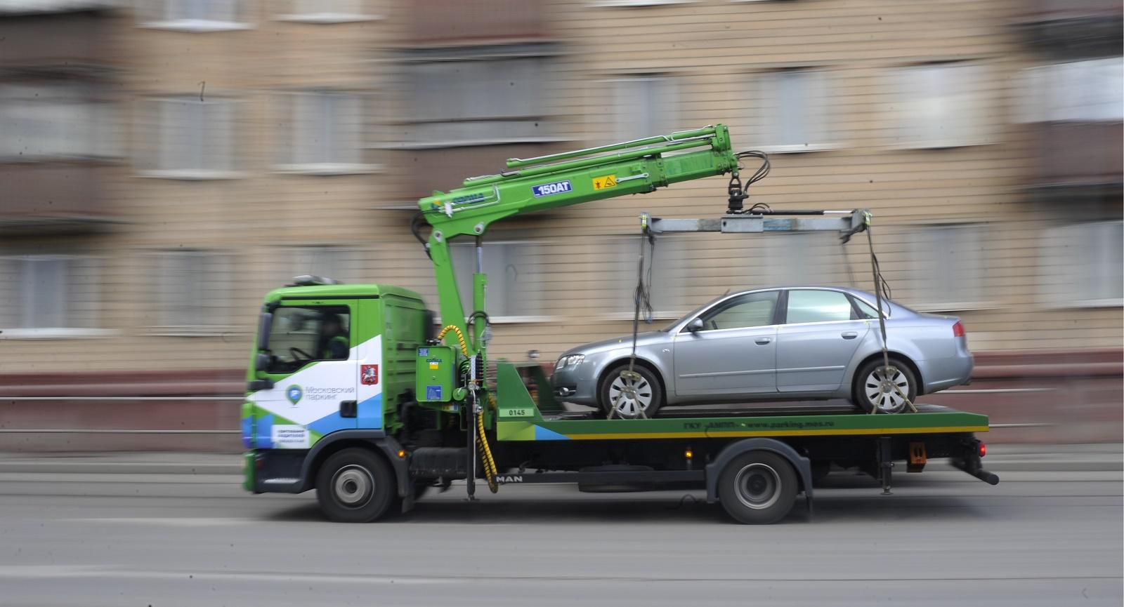 Неправильно припаркованные автомобили будет эвакуировать Служба охраны МВД, а не частные компании (ВИДЕО)