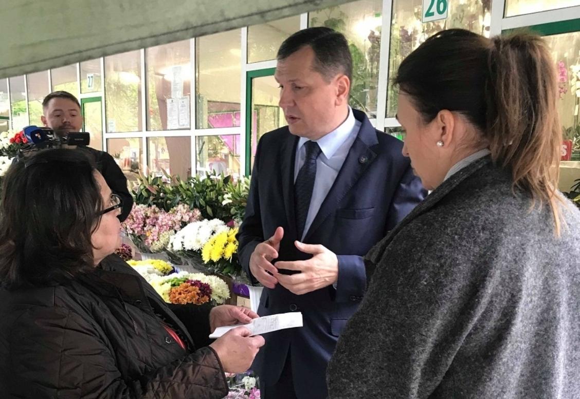Уйти от налогов не удастся: власти начали проверку цветочных магазинов