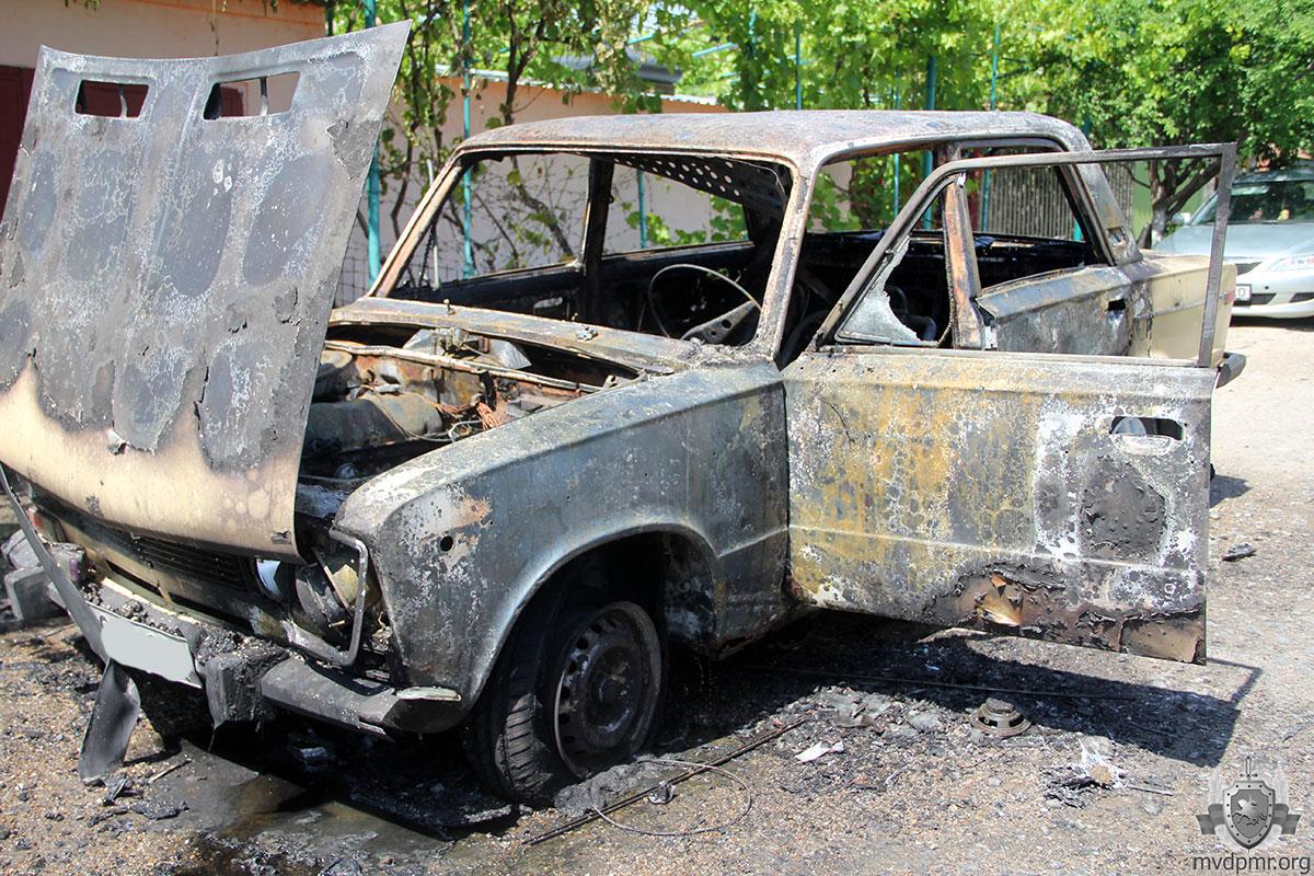 В Тирасполе машина сгорела дотла из-за короткого замыкания (ФОТО)