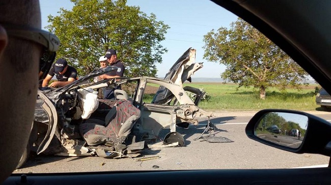 Смертельное ДТП на трассе Кишинёв-Оргеев: легковушка превратилась в груду металла, а водитель скончался на месте (ФОТО)