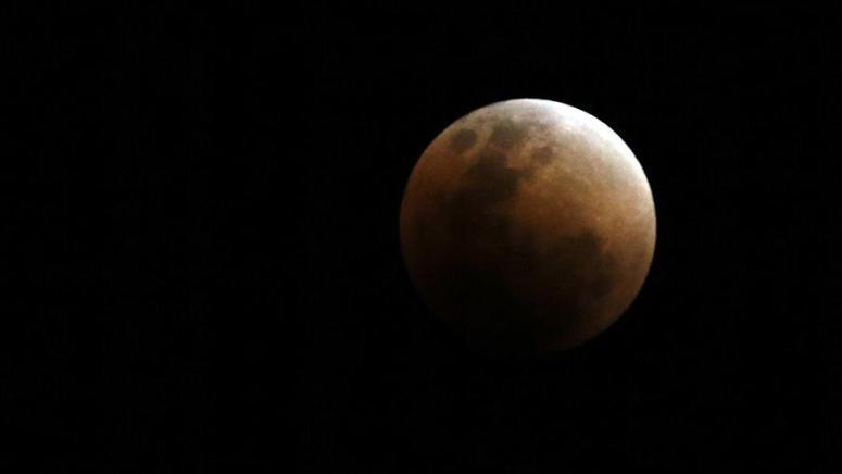 Сегодня вечером жители Молдовы смогут увидеть полное затмение Луны