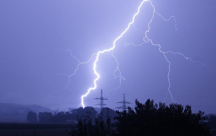 В Теленештах подростка убило молнией
