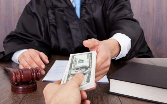 Более 10 тысяч евро запросила адвокат у своего подзащитного, обвиняемого в краже и хулиганстве