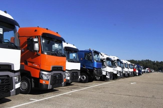 Важно знать: власти Украины запретили перемещение большегрузов на своей территории в жаркое время