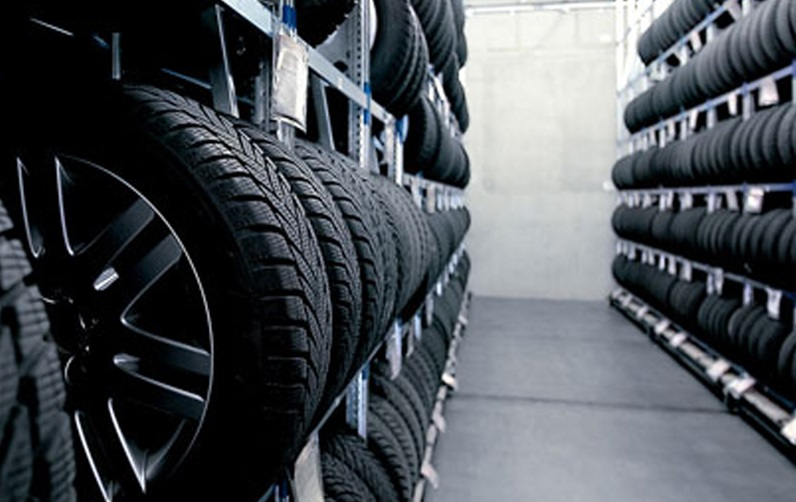 Водители начали менять летние на зимние шины: в какую копеечку это влетает (ВИДЕО)