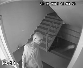 Обокравший сотрудницу офиса в пригороде Кишинева мужчина попал на видео