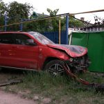 В Тирасполе мужчина чудом остался в живых, выпрыгнув из машины за секунду до того, как она перевернулась (ФОТО)