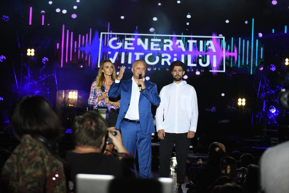Десятки тысяч юношей и девушек приняли участие в грандиозном концерте, организованном президентом (ФОТО)