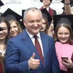 Додон вручил Почетные грамоты лучшим выпускникам лицеев Молдовы 2018 года (ВИДЕО)