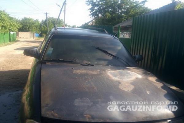 ЧП в Комрате: припаркованный у дома автомобиль внезапно загорелся