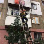 Операция по спасению ребенка из горящей в Кишиневе квартиры попала на видео