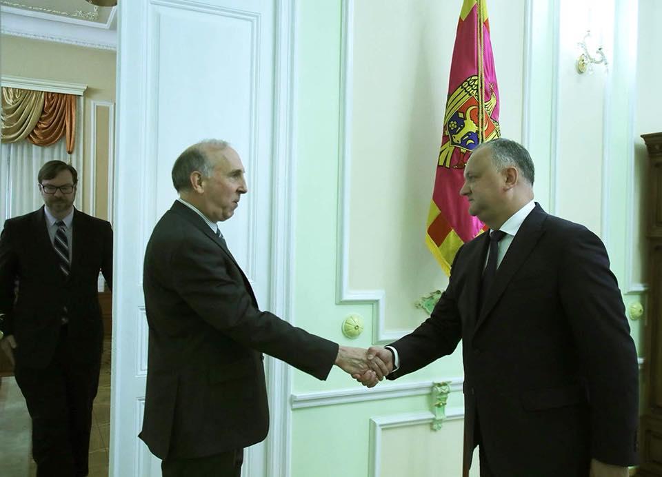 Президент обсудил политическую ситуацию в стране с послом США