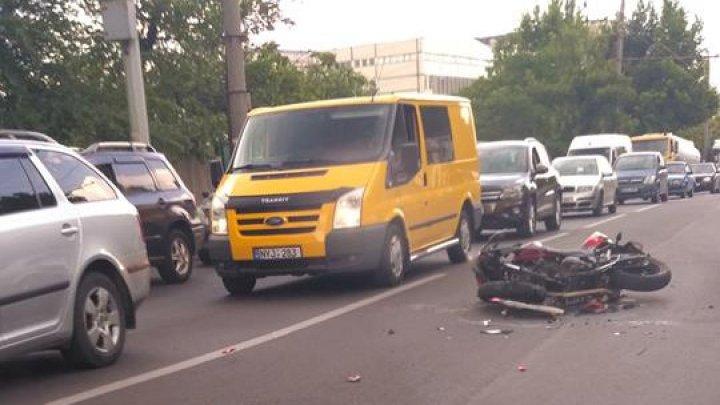 Серьёзное ДТП в столице: столкнулись мотоцикл и автомобиль