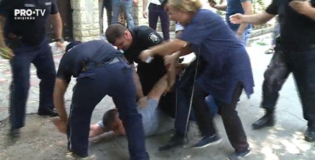 Скандал, интриги и расследования: как прошли обыски на дому владелицы дважды горевшего ТЦ на Измайловской (ВИДЕО)