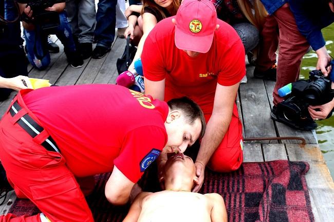 В Кишинёве стартовала новая кампания: спасатели дают инструктаж по спасению утопающих (ФОТО, ВИДЕО)