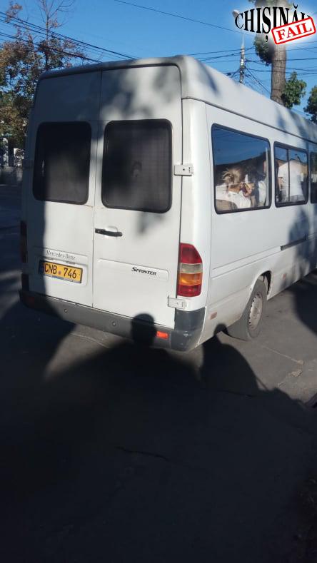 В Кишиневе водитель маршрутки выкинул из окна оброненный пассажиркой браслет