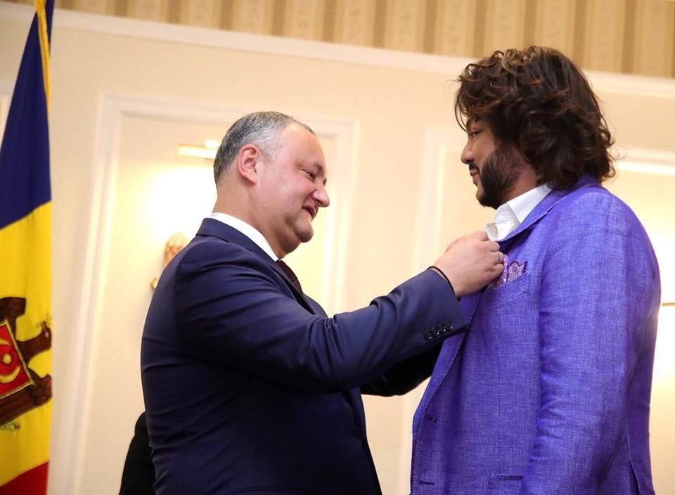 Додон присудил Киркорову звание народного артиста Молдовы