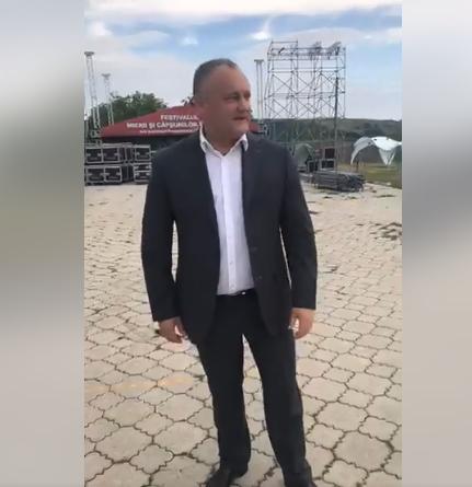 Президент показал, как идет подготовка к воскресному Фестивалю клубники и меда в Садова (ВИДЕО)