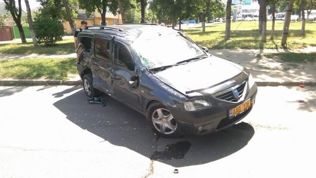 В центре столицы столкнулись такси и автобус: один пассажир госпитализирован (ФОТО)