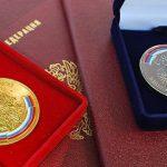 В Москве на аукцион выставлена золотая школьная медаль 1954 года из Молдовы