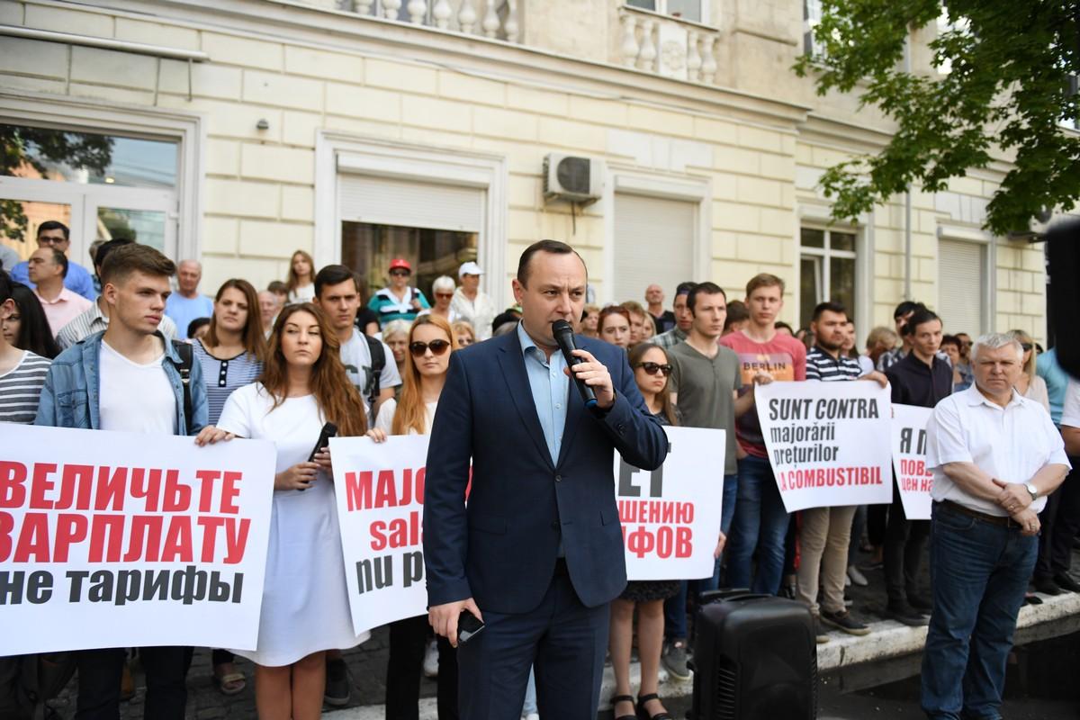 Граждане Молдовы потребовали от НАРЭ служить народу и снизить цены на топливо (ВИДЕО)