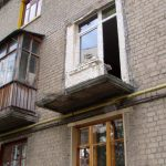 В Бельцах пьяный мужчина скончался, упав с балкона второго этажа (ФОТО)