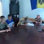 Трое молдаван, подозреваемых в сутенёрстве и краже, были экстрадированы из Украины на родину