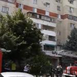 На Буюканах загорелась квартира в многоэтажке: на место прибыли 2 пожарные машины (ВИДЕО)