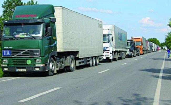 Власти запретили грузовикам ездить по национальным трассам в жару